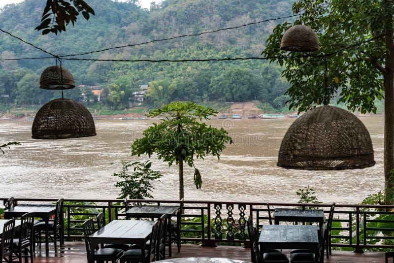 在琅勃拉邦,老挝走湄公河 免版税图库摄影