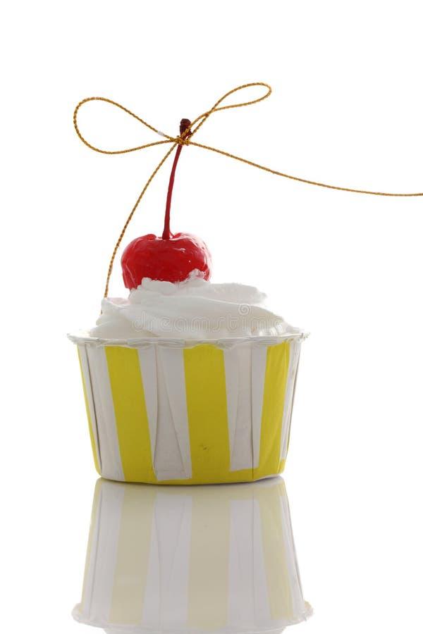 在空白背景中查出的杯形蛋糕 库存图片