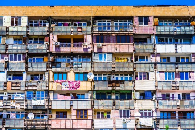 在第比利斯修建的苏联公寓的看法,乔治亚 免版税图库摄影