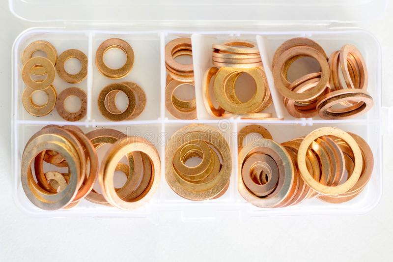 在箱子集合的黄铜洗衣机 库存图片