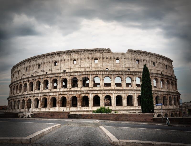 在罗马斗兽场的灰色云彩 免版税图库摄影