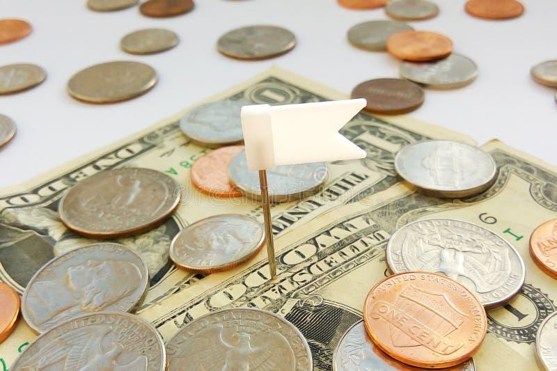在美元美国的美国处所、便士和角钱硬币有别针旗子背景 库存图片