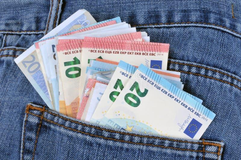 在的欧元钞票牛仔裤装在口袋里 免版税图库摄影