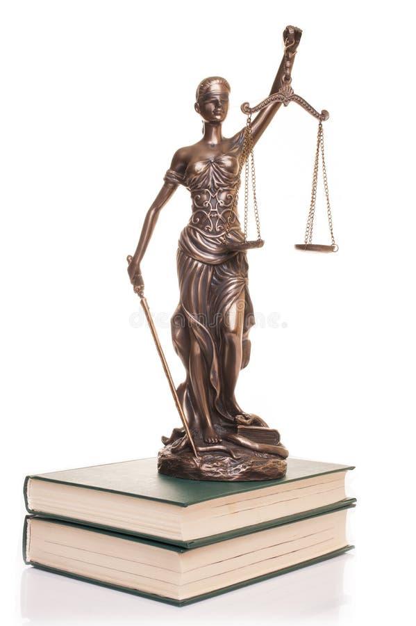 在白色背景隔绝的正义雕象 免版税库存图片