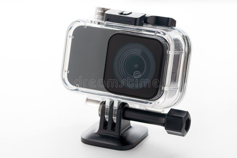 在白色背景隔绝的行动照相机 照相机为英尺长度4k电影、体育和国内生活 库存图片