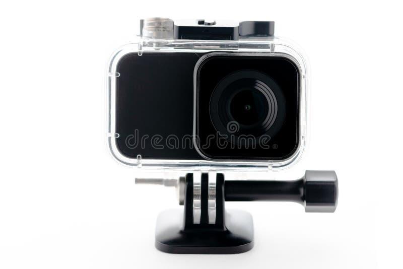 在白色背景隔绝的防水水色箱子的极端行动照相机 英尺长度4k电影、体育和国内lif的照相机 免版税库存图片