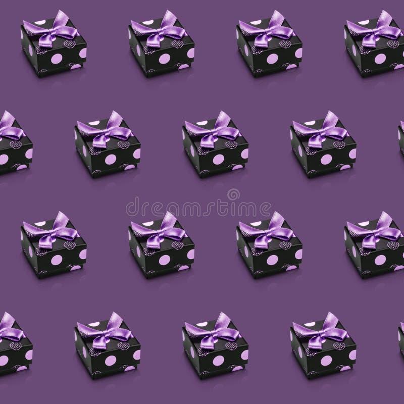 在紫罗兰包装隔绝的摘要假日稀稀落落的对角线 向量例证