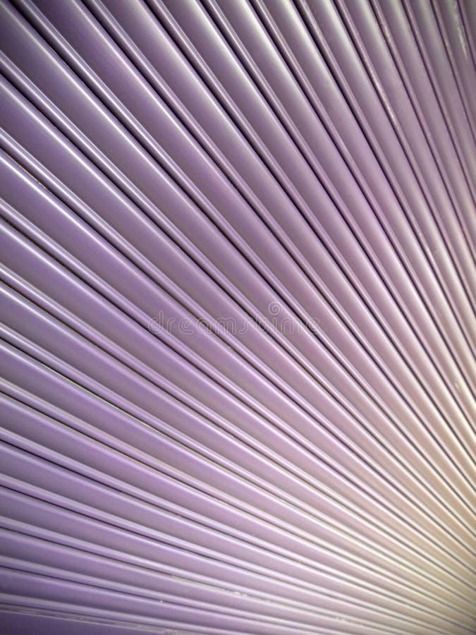 在紫色,黄色和桃子的抽象倾斜线 库存照片