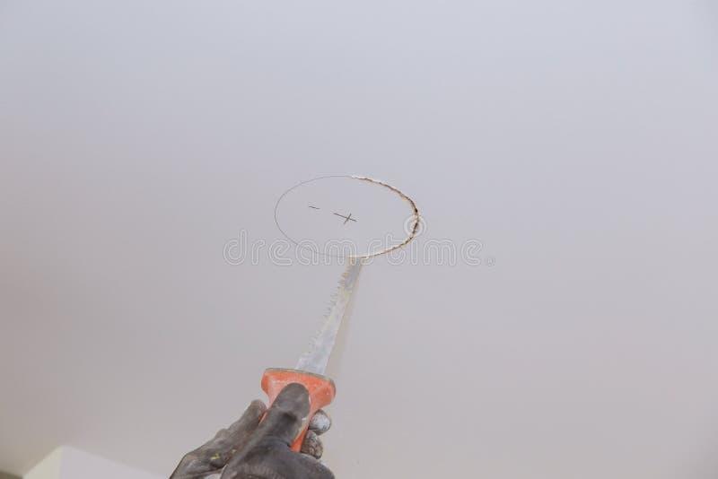 在电工生态光切口孔的天花板 免版税库存图片