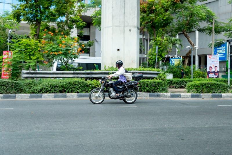 在街道上的车在曼谷 库存照片