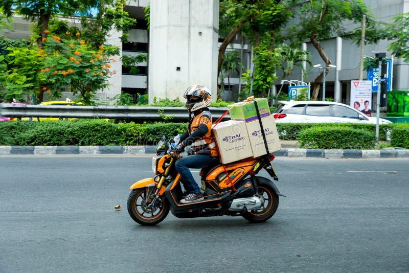 在街道上的车在曼谷 免版税库存照片