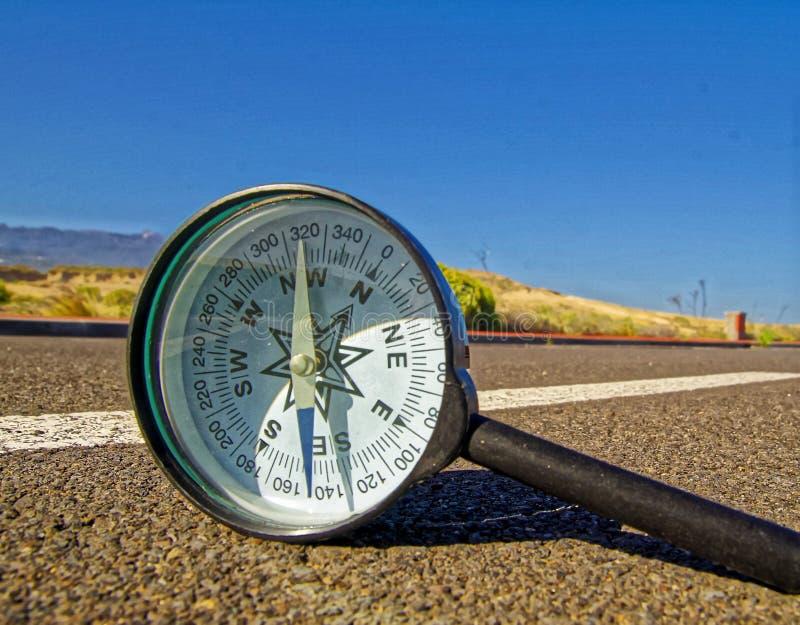 在路的指南针 库存照片