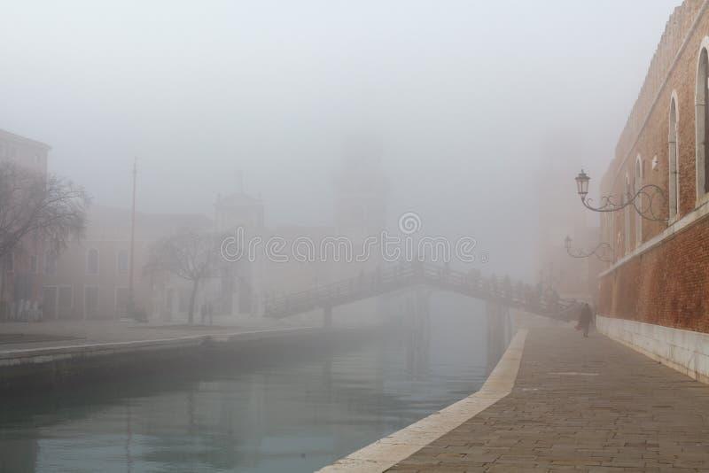 在运河的有雾的天气,威尼斯,意大利 库存图片