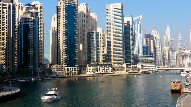 在迪拜小游艇船坞的游艇 库存照片