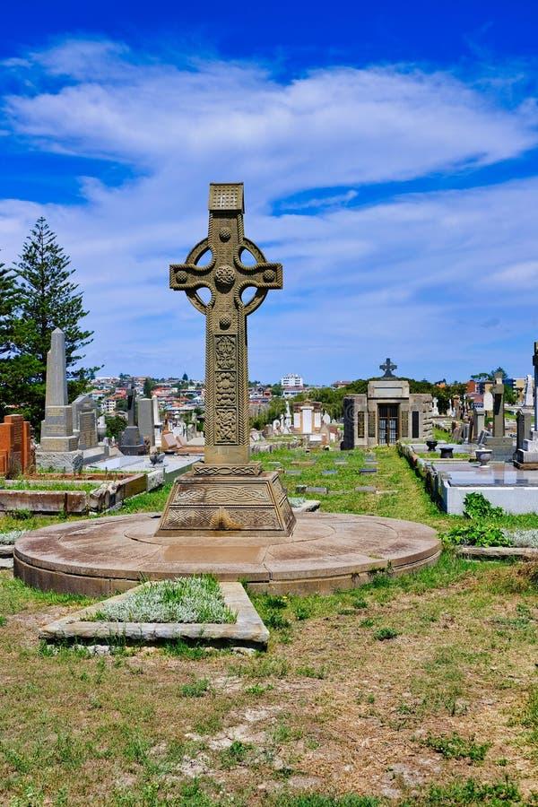 在老公墓,悉尼,澳大利亚的大基督徒十字架 库存照片