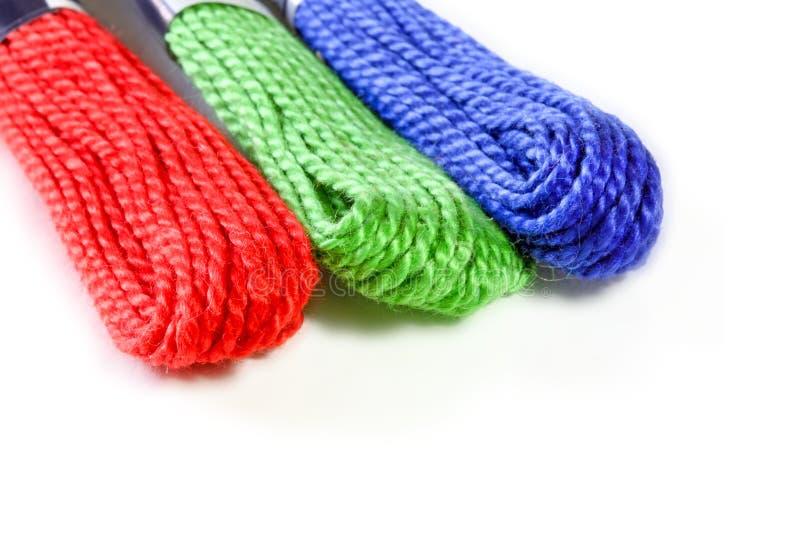 在颜色rgb的三条锯的丝绸螺纹 免版税库存图片
