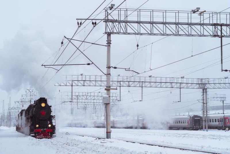 在驻地的蒸汽机车在冬天 库存图片