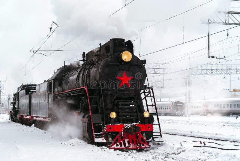 在驻地的蒸汽机车在冬天 免版税图库摄影