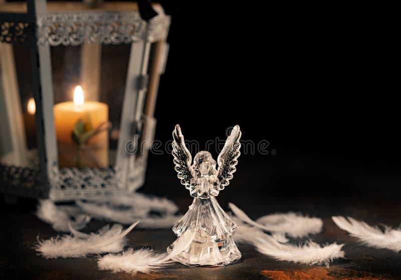 在黑暗的背景的玻璃天使 库存照片