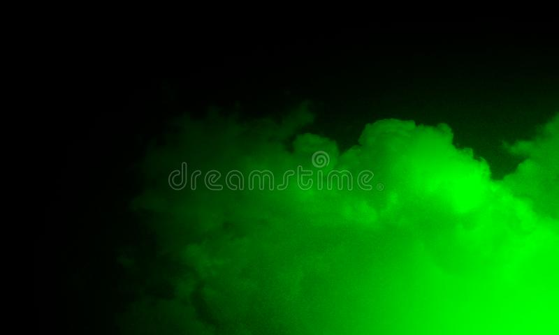 在黑背景的抽象绿色烟薄雾雾 库存照片