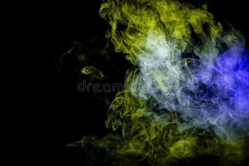 在黑色的抽象派彩色烟幕 免版税库存图片