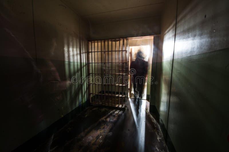 在阿尔卡特拉斯岛监狱的一间牢房里面在旧金山湾 免版税库存图片