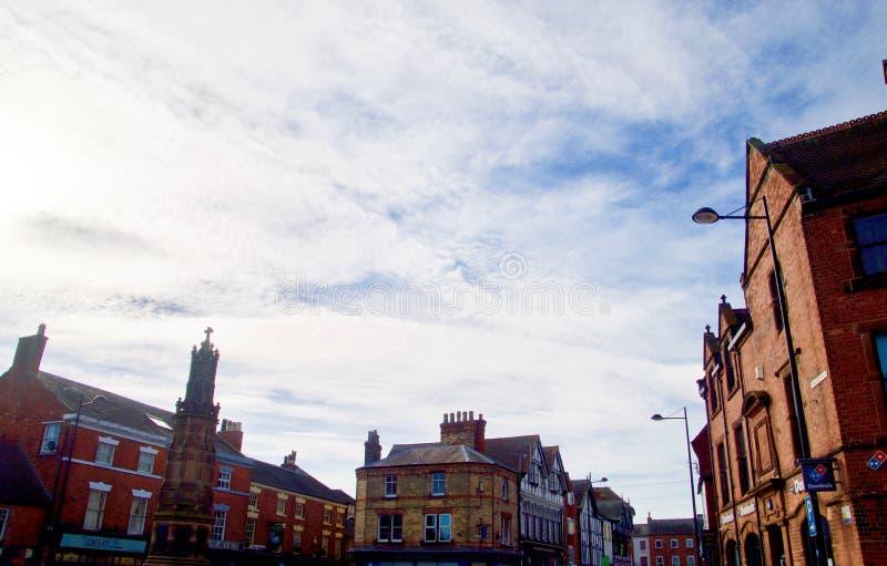 在镇的多云天空 库存照片