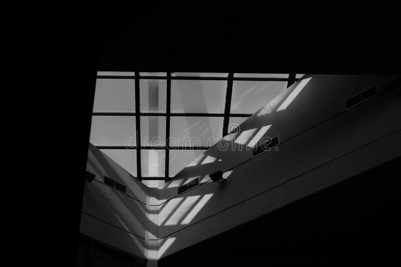 在雅典国立技术大学的中央图书馆的一个美妙地architectured窗口  图库摄影