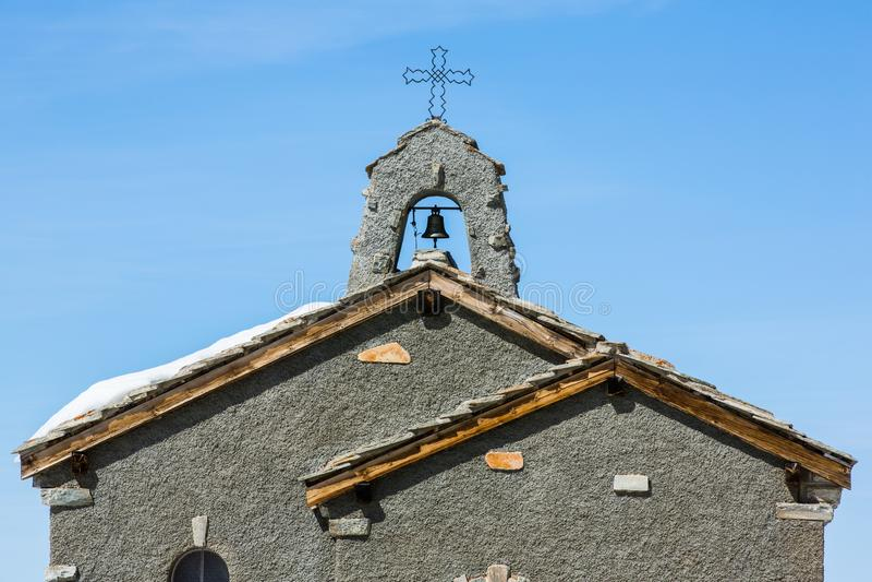 在Gornergrat -策马特,瑞士的教会屋顶 库存照片