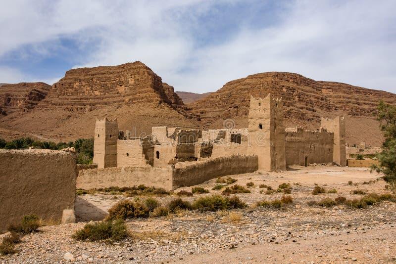 在Midelt abd伊尔富德之间的摩洛哥山风景 免版税库存照片
