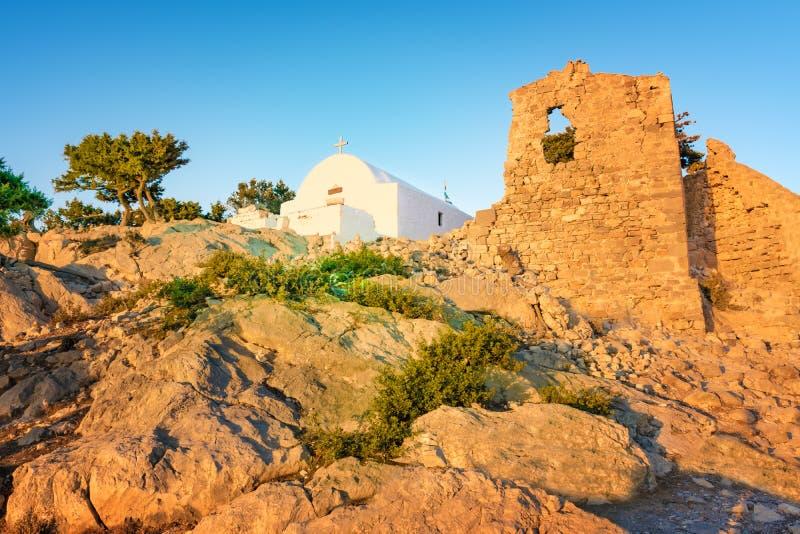 在Monolithos城堡罗得岛,希腊废墟建造的希腊东正教  库存图片