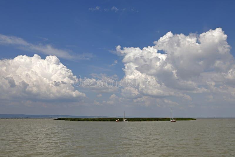 在Neusiedl湖的云彩在奥地利,夏令时 库存图片