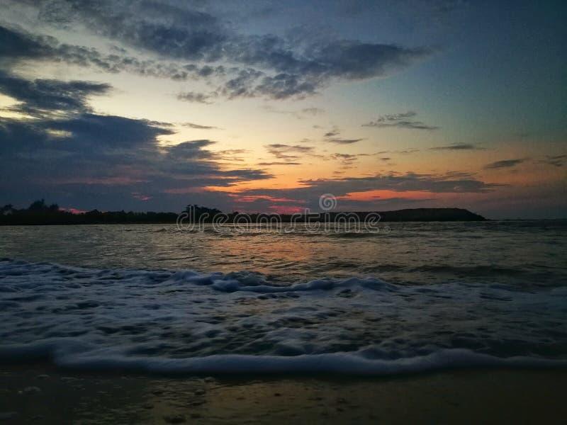 在senok海滩,kota bharu吉兰丹,马来西亚的美好的日落 免版税库存照片