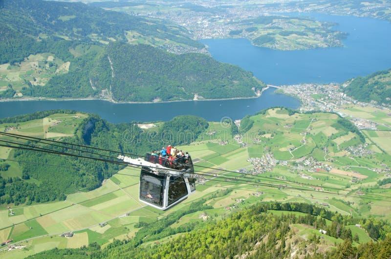 在Stanserhorn的电车在瑞士 图库摄影
