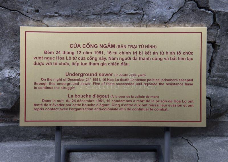 地下下水道逃走的路线的信息匾在显示在郝Lo监狱,河内,越南 库存图片