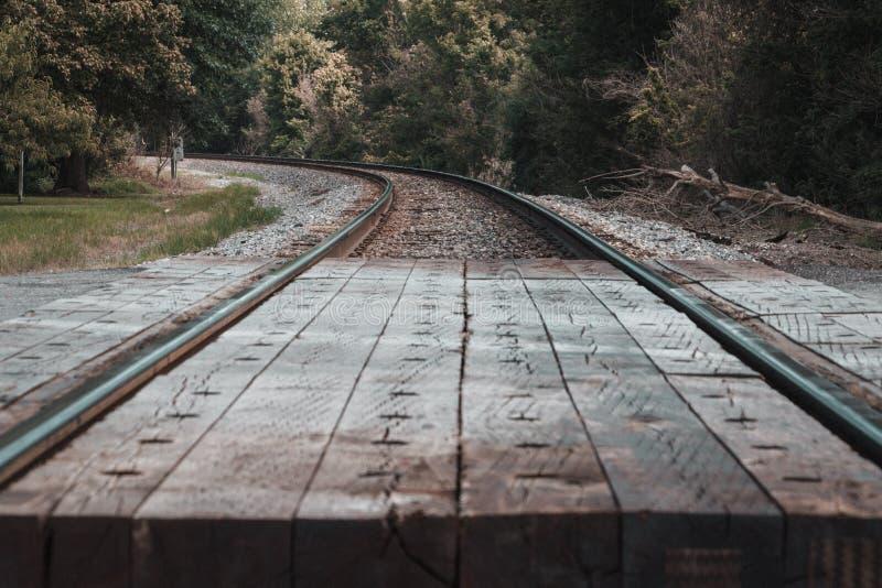 土气火车轨道在中心区域 图库摄影