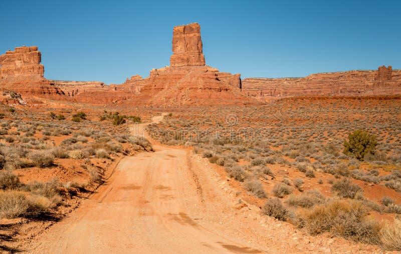 土路导致神的臭名昭著的谷在犹他 库存照片