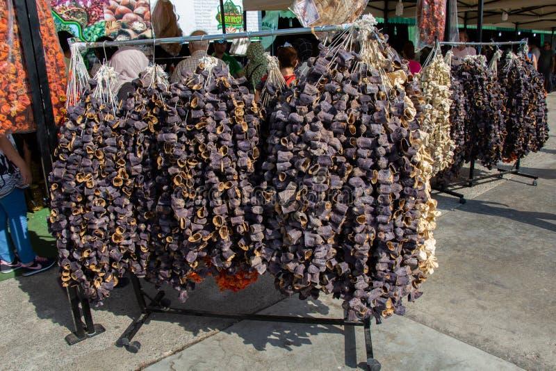土耳其样式烘干了垂悬在立场的茄子 免版税库存图片