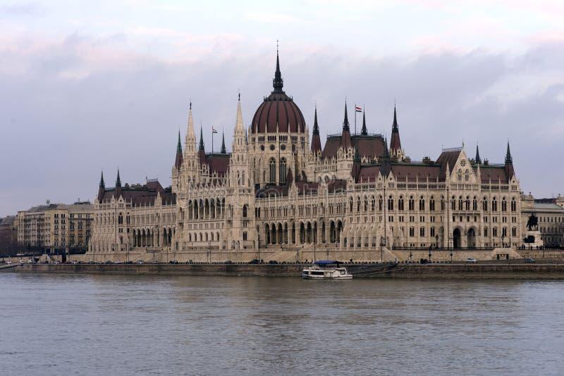 匈牙利议会的大厦在多瑙河的银行的在布达佩斯是匈牙利首都的主要吸引力 库存照片