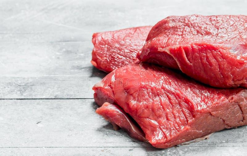 原始的肉 牛肉片断  免版税库存图片