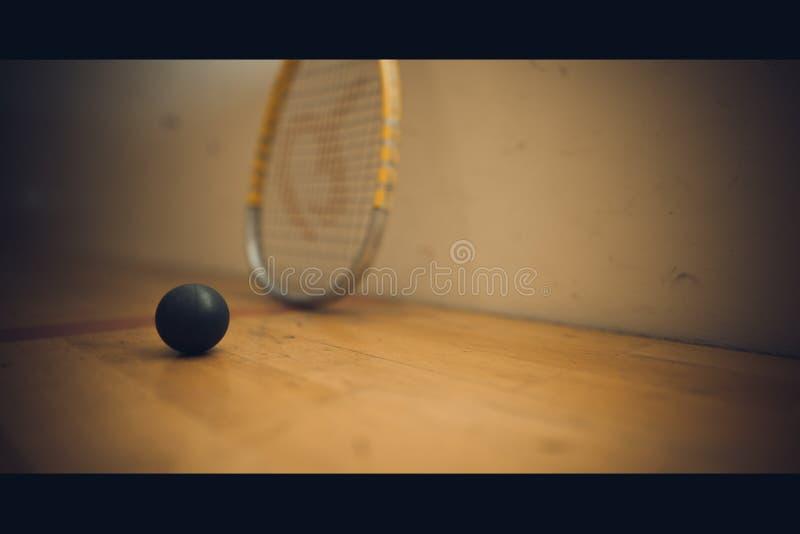 压在法院的球与准备好的软式墙网球使用 图库摄影