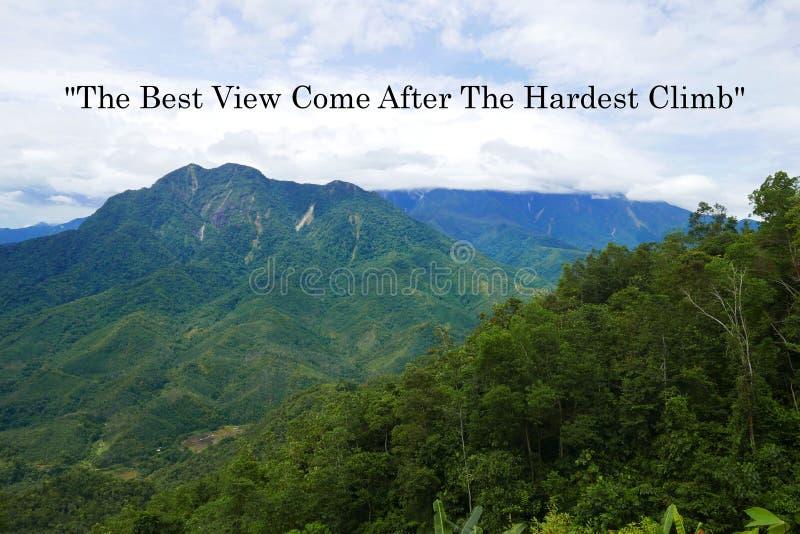刺激行情在艰苦攀登以后来的最佳的看法有山和天空蔚蓝视图 免版税库存图片