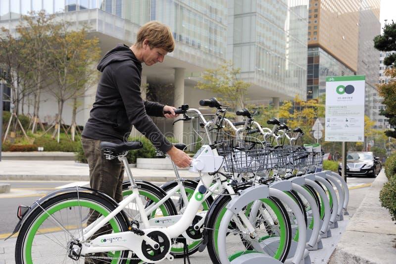 分享系统的自行车在汉城 库存照片