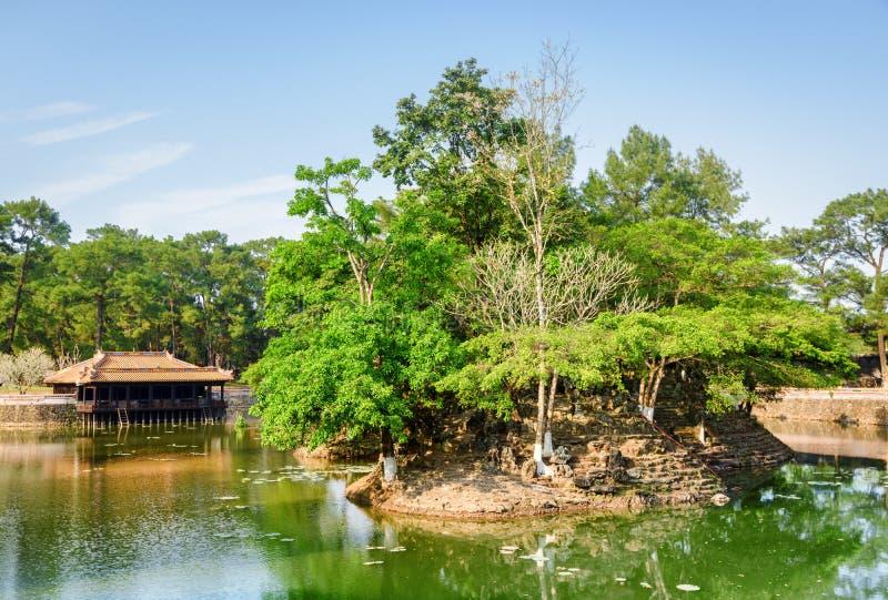 嗣德帝皇家坟茔的Luu Khiem湖,颜色 免版税库存图片