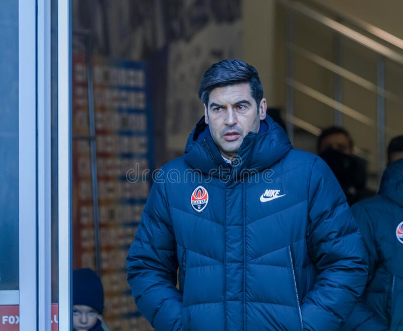 傲德萨,乌克兰2019年3月-2:传奇著名足球教练保罗亚历山大在比赛Shakhtar顿涅茨克期间的罗德里格斯丰塞卡 免版税库存照片