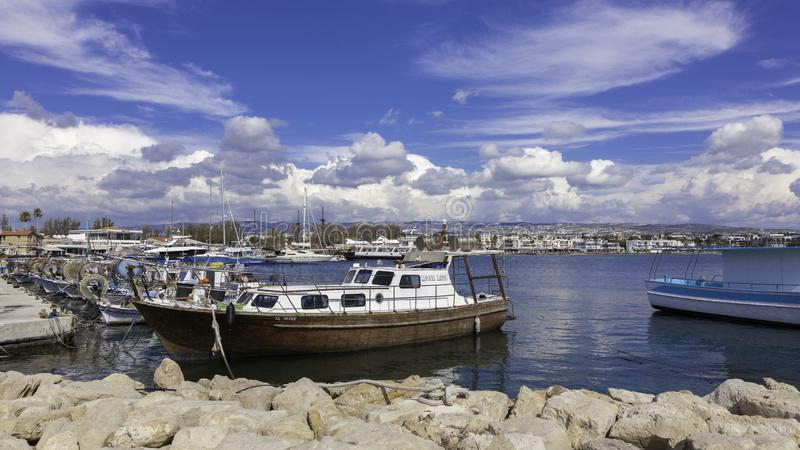 Łodzie rybackie w Paphos schronieniu obrazy royalty free