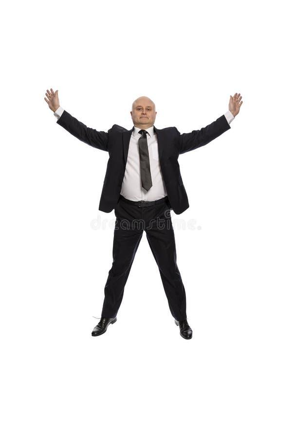 Łysy w średnim wieku mężczyzna w kostiumu doskakiwaniu, biznesmen, odizolowywający na białym tle fotografia royalty free