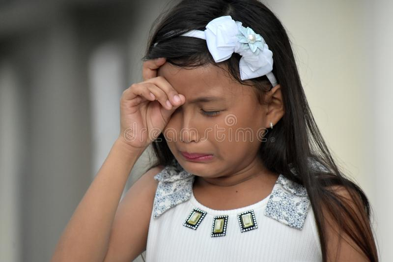 哭泣的不同的女孩孩子 免版税图库摄影