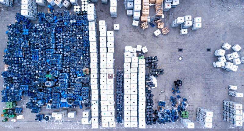 冷却装置的,容器仓库 被滚磨的 库存照片