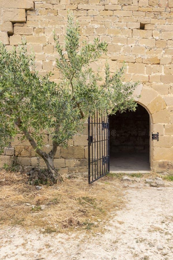 入口向艾米塔区de圣米哥圣米哥,比利亚图埃尔塔,纳瓦拉,西班牙阿康热尔或偏僻寺院  库存图片